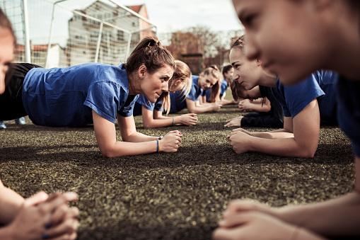 hl-coaching-velo-course-natation-triathlon-sportif-manager-triathlète-réussite-succes-victoire-management-coaching-accompagnement-programme-personnalisé-sur-mesure-champion-championnat-du-monde-entrainement-entreprise-dirigeants-managers-collaborateurs-rh-ressources-humaines-nicolas-granger-nathalie-granger-or-argent-bronze-podium-formation-booster-son-potentiel-manager-leader-coaching